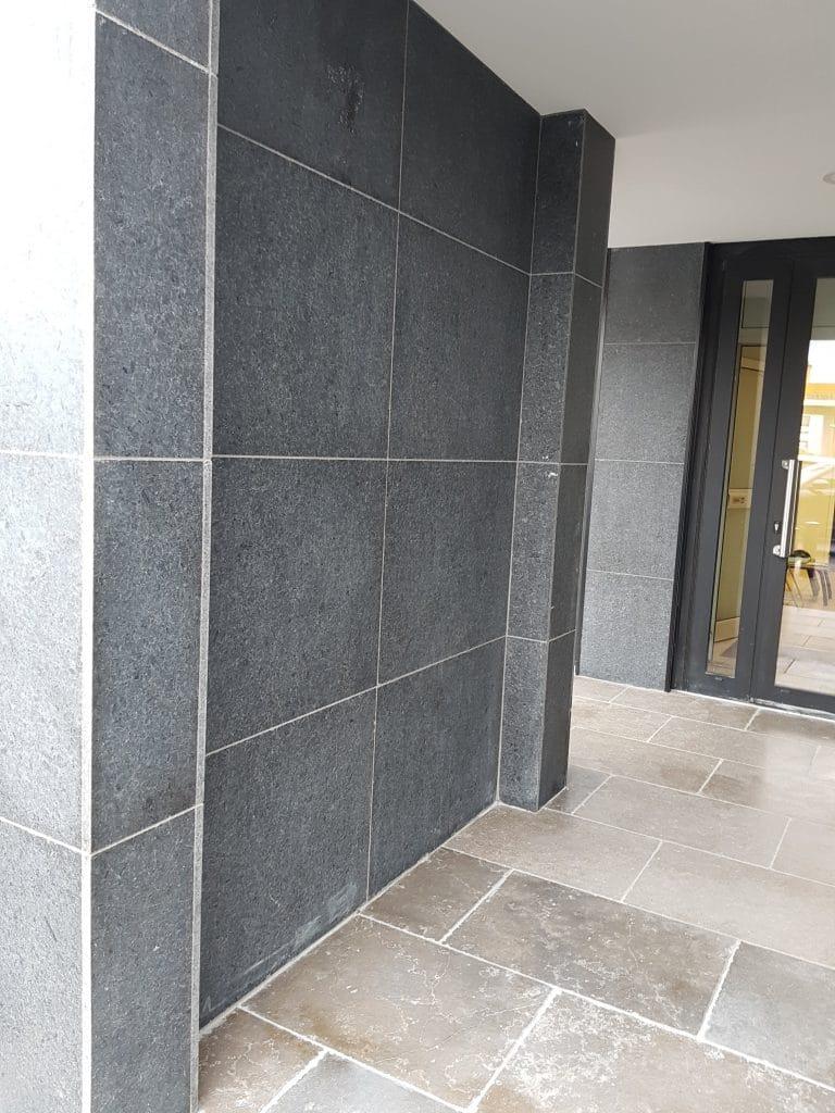 Parement mural  gris en pierre naturelle