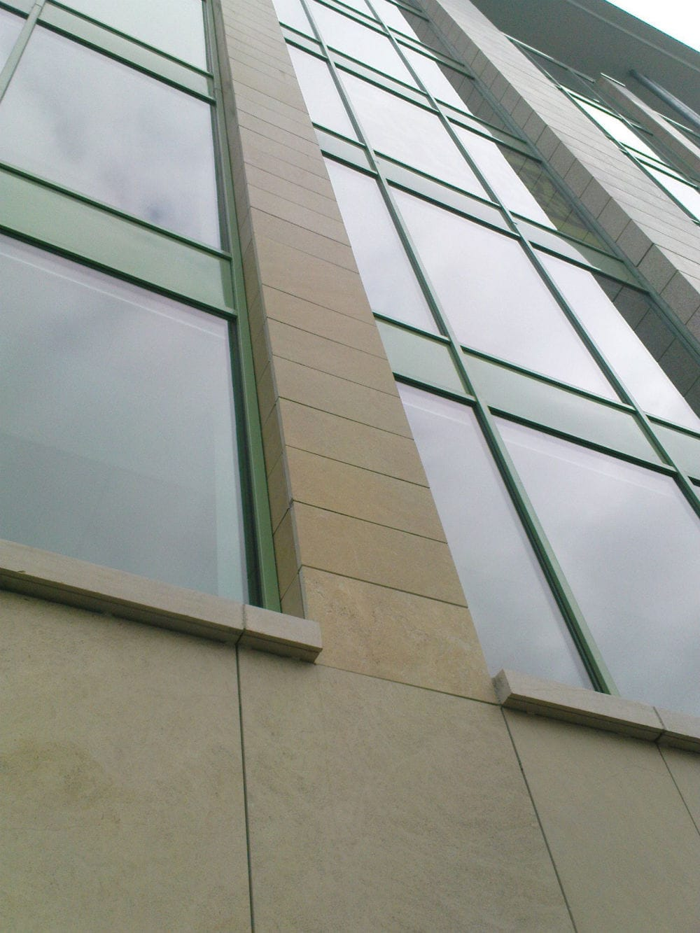 Habillage d'une façade en pierre naturelle