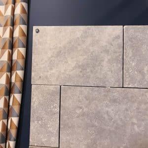 Mur intérieur en pierre naturelle grise. Calcaire d'Égypte Cèdre Pearl