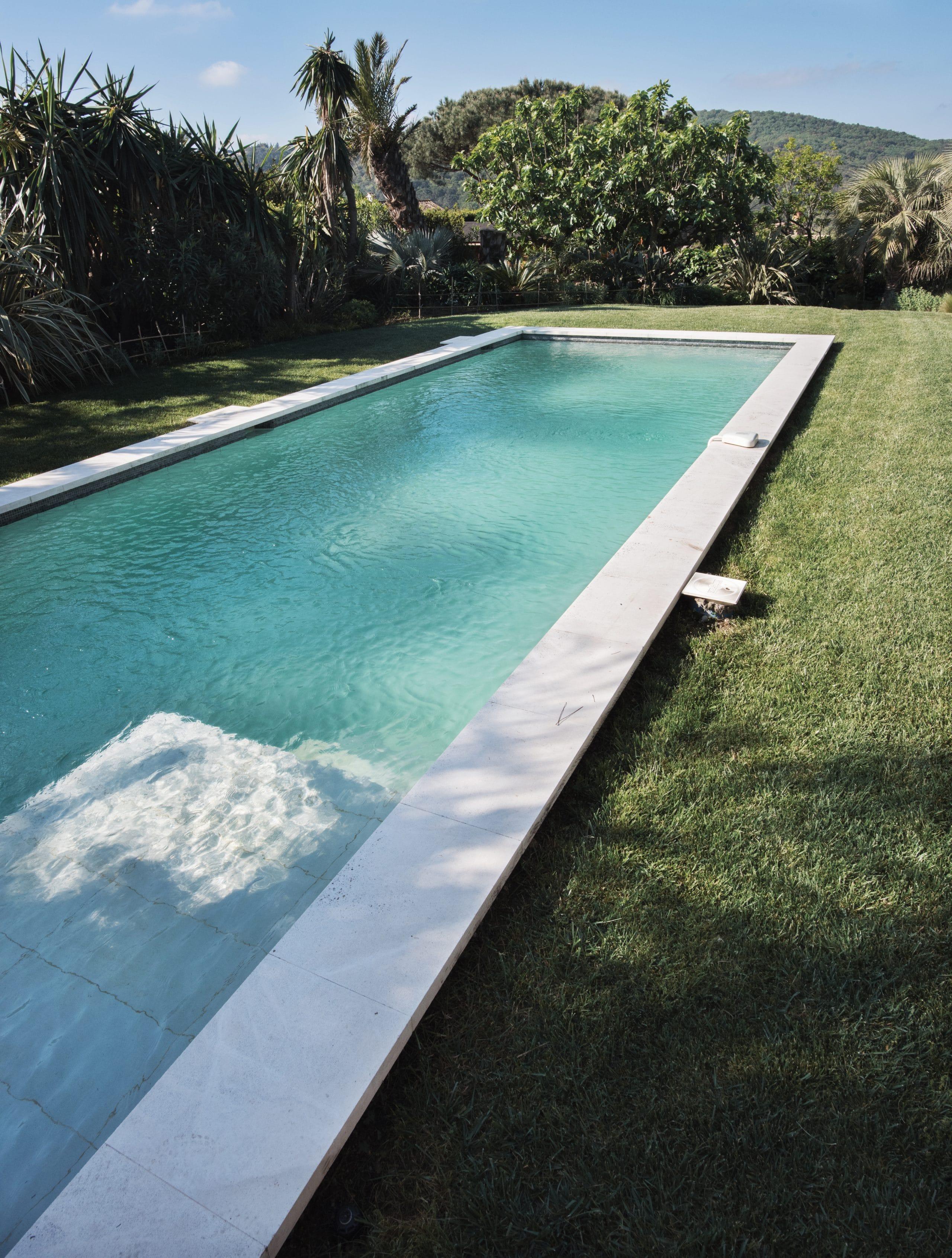 margelle bassin de nage en pierre naturelle