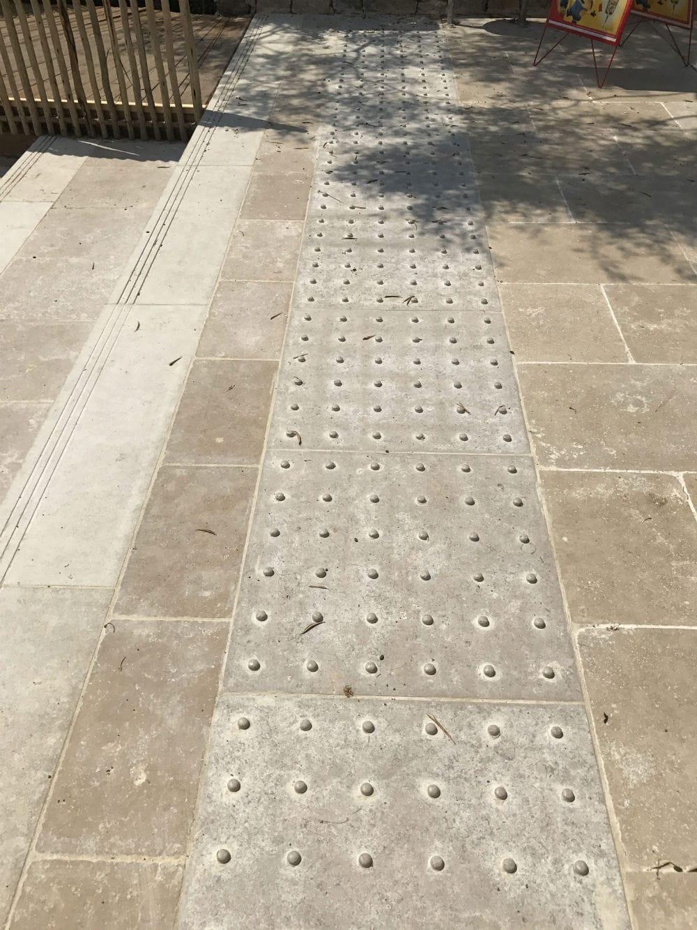 dalles en pierre sur mesure antidérapantes