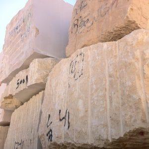 Bloc carrière en Égypte - Pierre d'Égypte - Calcaire dur à l'origine de carrelages en pierre naturelle