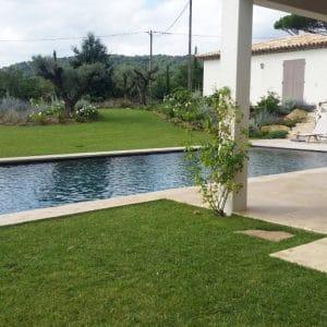 Plage de piscine et margelle en Pierre du Maroc