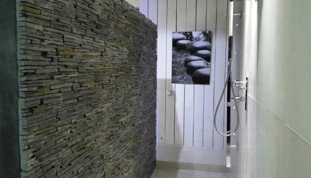 parement mural en pierre naturelle - salle de bain