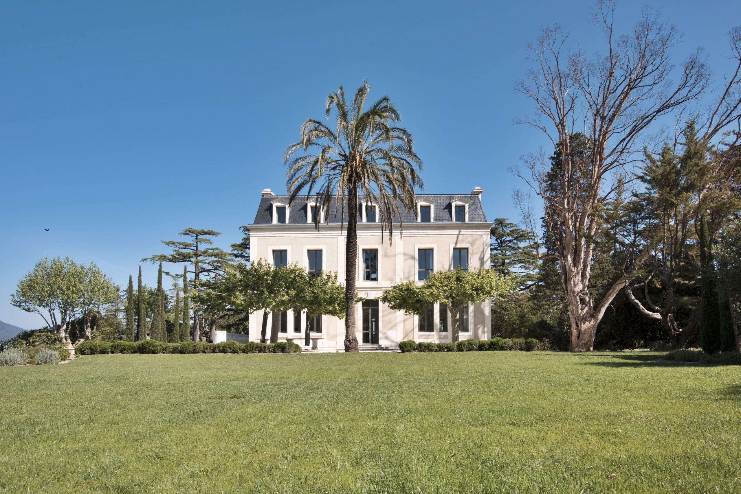 Magnifique demeure, encadrement de fenêtre en pierre naturelle