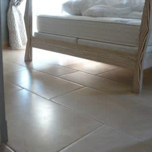 Sol chambre en pierre naturelle Cèdre Honey - Finition adoucie