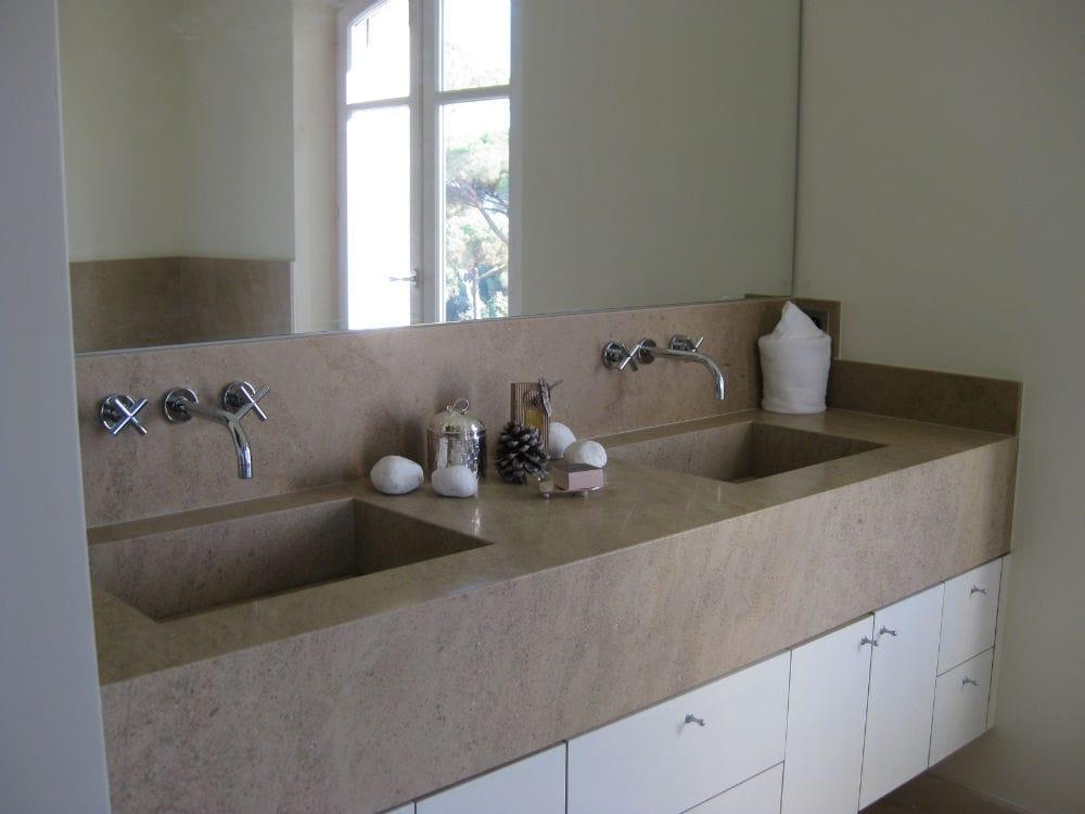 Salle de bain en pierre - Plan de vasque massif en pierre naturelle Créma Nova