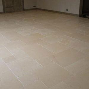 Dalles de sol intérieures en pierre naturelle beige Créma Nova - Finition sablée