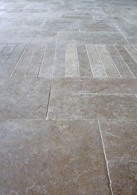 Sol en pierre calcaire Cèdre Gray finition vieillie