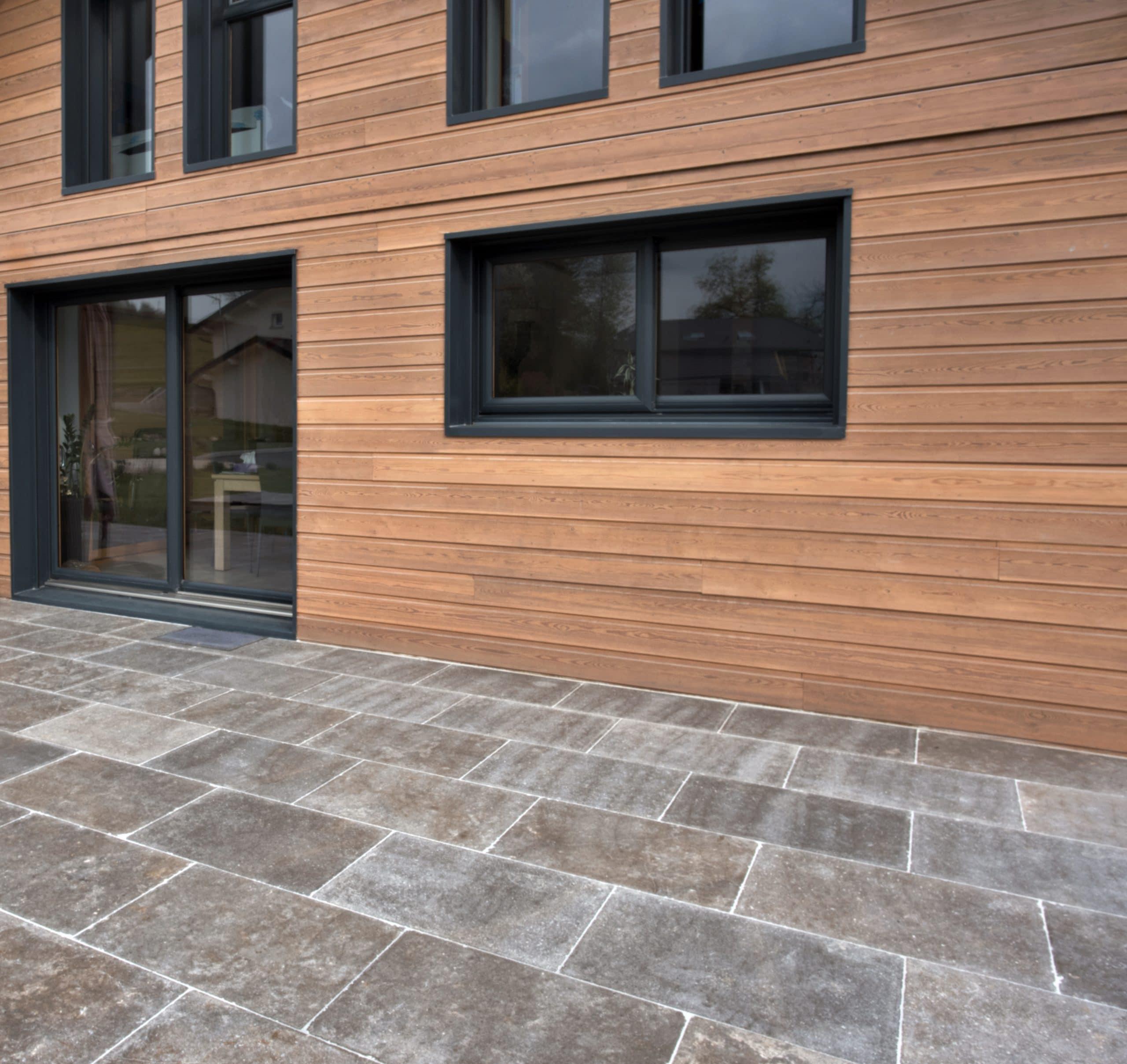 Sol extérieur en pierre naturelle - Terrasse recouverte de dalles Cèdre Cendré