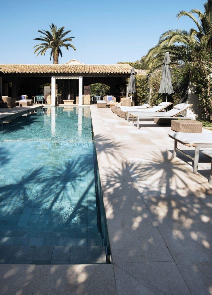 Aménagement extérieur- Abords de piscine en pierre naturelle