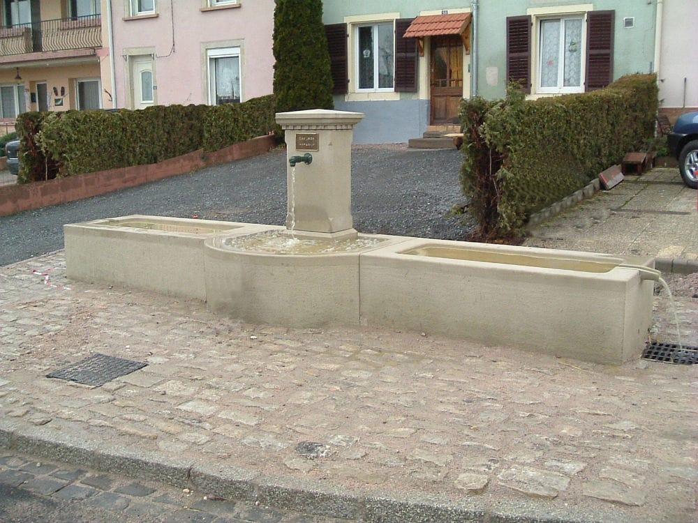 Pièce sur mesure : fontaine en pierre naturelle