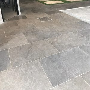 dalle en pierre naturelle Cèdre gris cendré finition adoucie