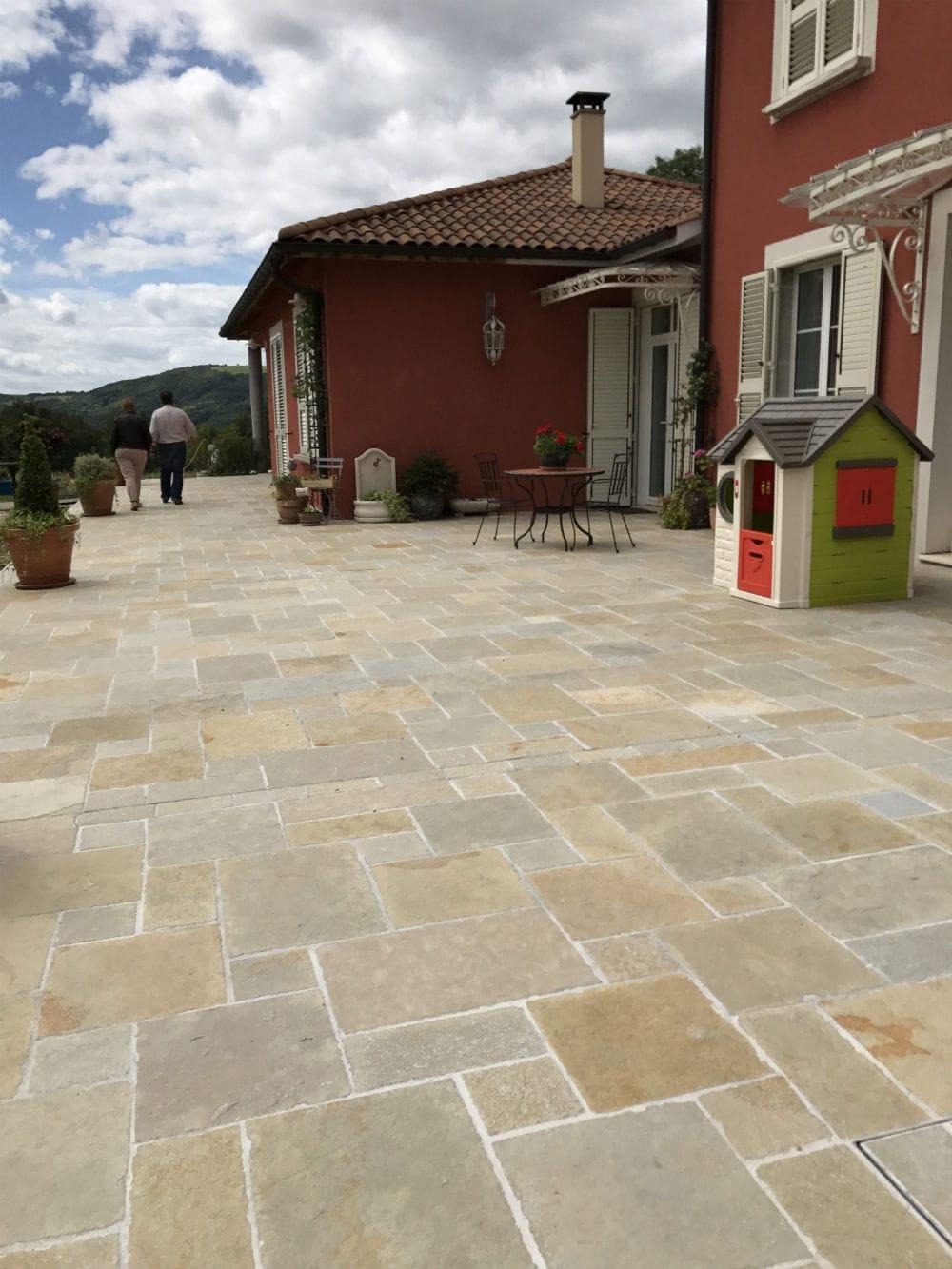 Magnifique terrasse en pierre Tandur Yellow Brown