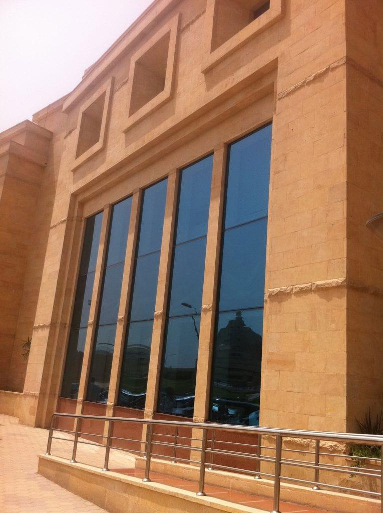Aménagement extérieur en pierre jaune Kartum