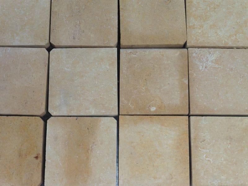 Pavés en pierre naturelle Kartum, finition adoucie