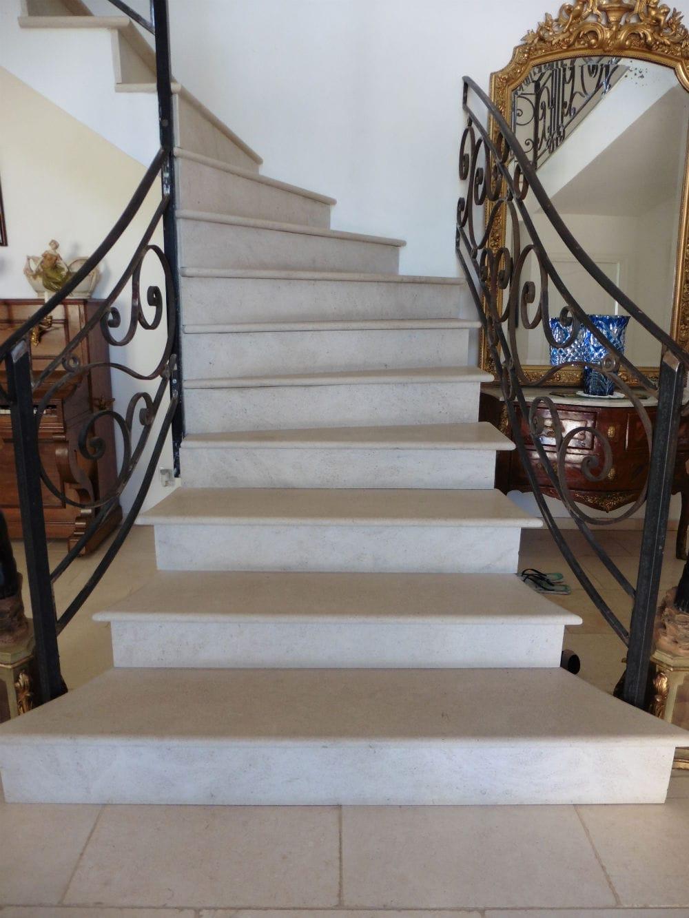 Escalier en pierre naturelle Cèdre Gray