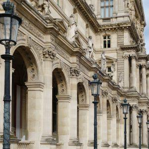 Le bâtiment du Louvre, en Pierre de Saint Maximin