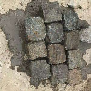 Pavés en pierre grise de récupération
