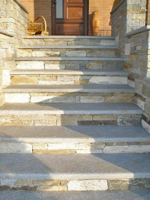 escaliers en pierre de luzerne