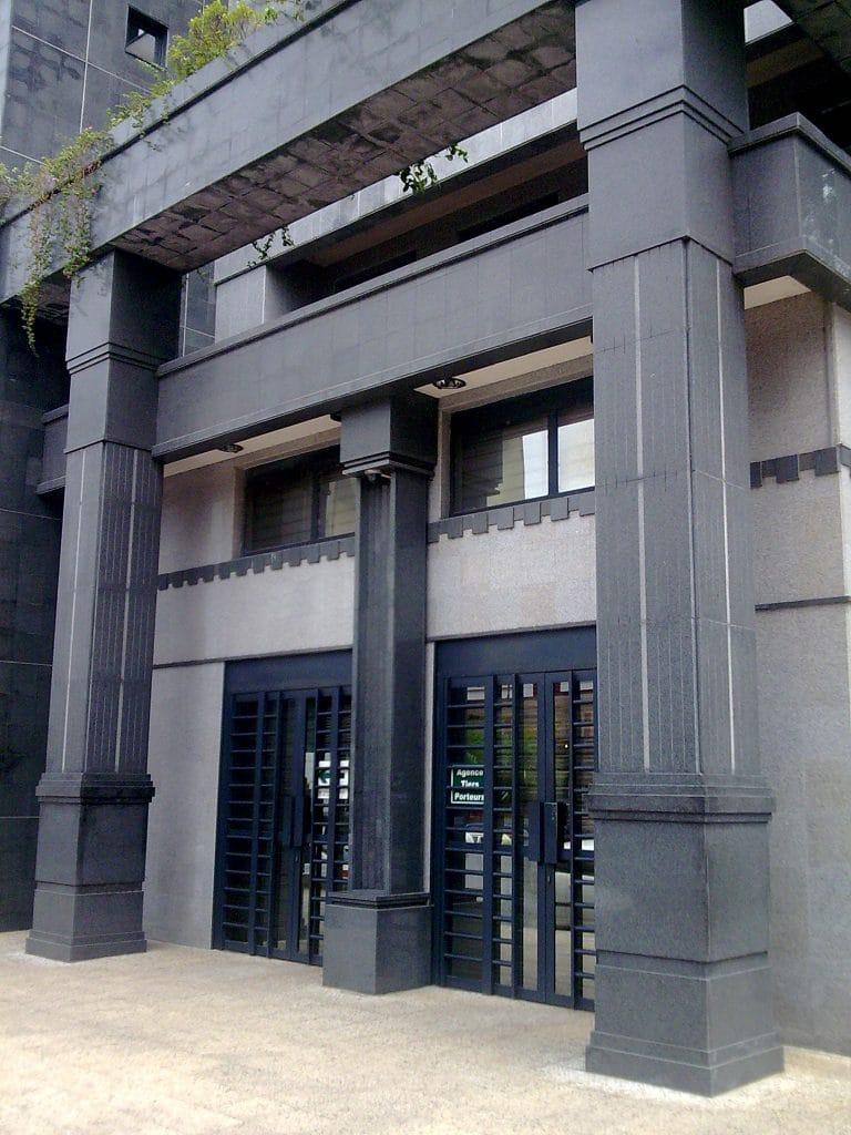 Ensemble parement et colonnes en Granit noir